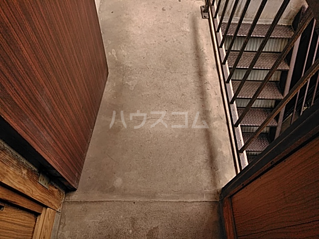 田村荘 1号室の玄関