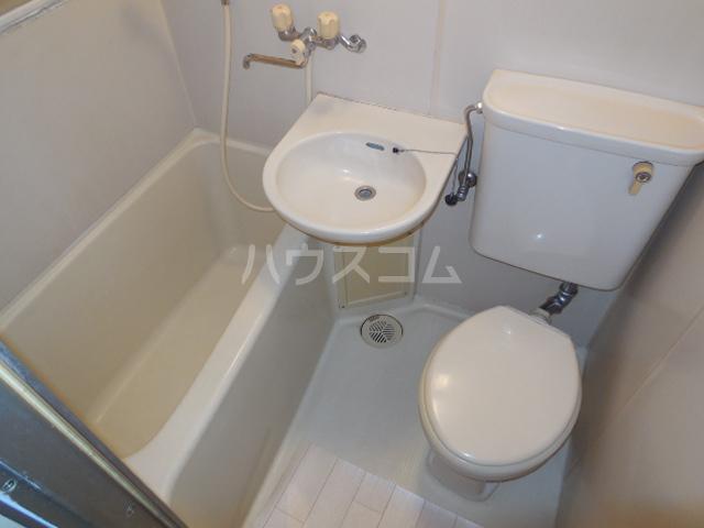 トラストビラ住吉 212号室の洗面所