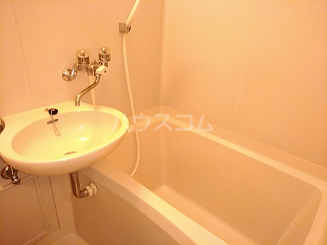 三松ハウス 201号室の風呂