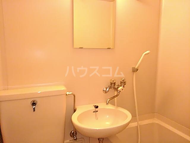 三松ハウス 201号室の洗面所