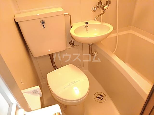 三松ハウス 201号室のトイレ
