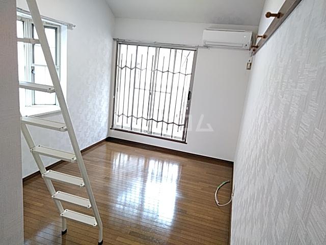 三松ハウス 201号室のリビング