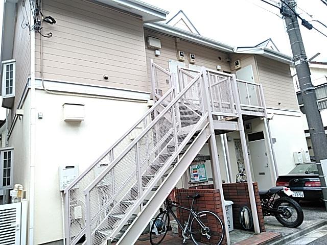 三松ハウス 201号室のエントランス