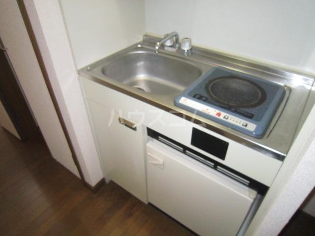 三松ハウス 205号室のキッチン