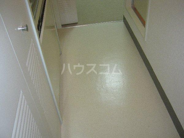 コスモハイム元住吉 501号室のリビング