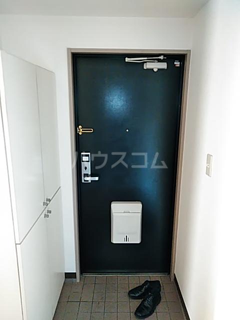 メゾンリヴィエール 302号室の玄関