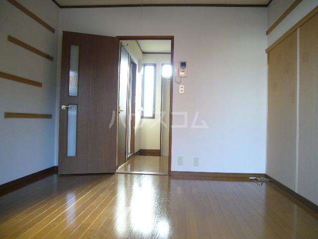 シティーハイツ サイネリアA棟 103号室のリビング