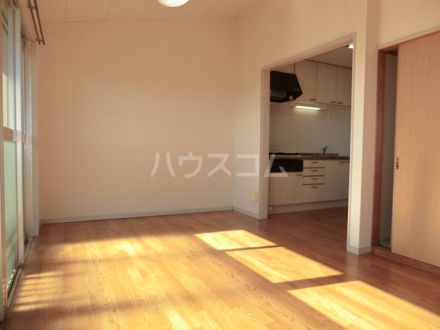 KKマンション 301号室のリビング