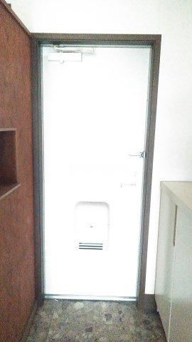 エンゼル 203号室の玄関