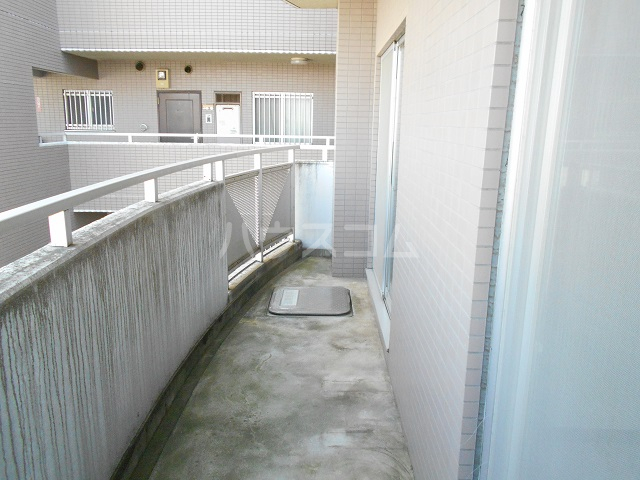 メゾン・ドゥ・ラ・ロゼ 203号室のバルコニー