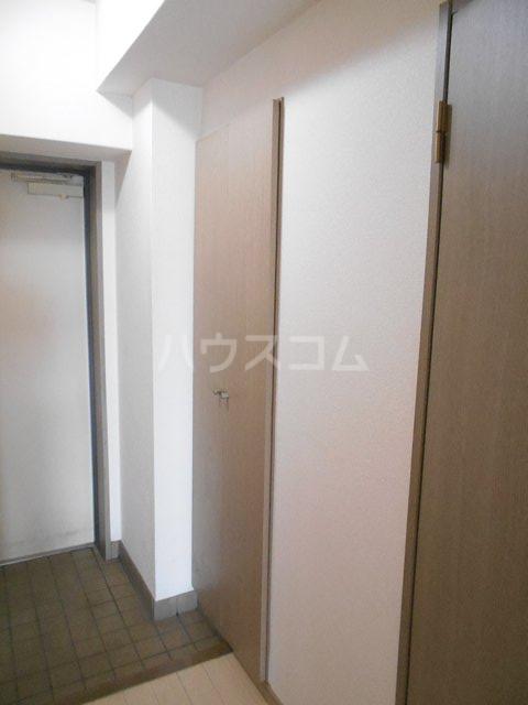メゾン・ドゥ・ラ・ロゼ 203号室の玄関