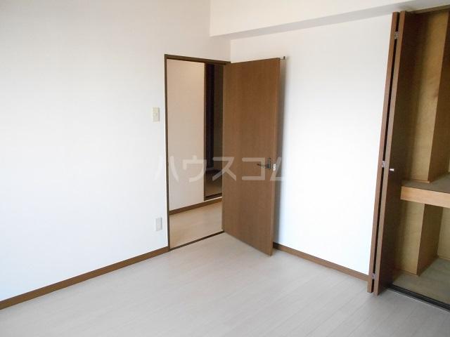 メゾン・ドゥ・ラ・ロゼ 203号室の居室