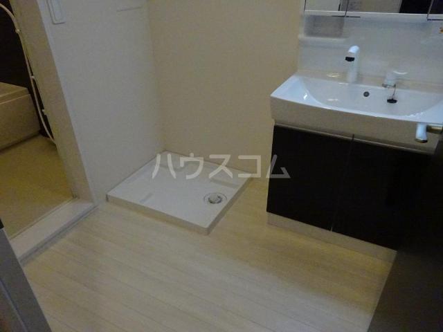 エスポワレーブ 201号室の洗面所