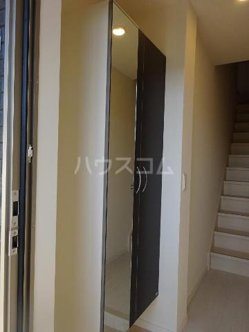 エスポワレーブ 201号室の玄関