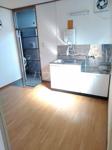 シマハイツ 101号室のキッチン
