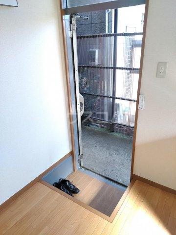 シマハイツ 101号室の玄関