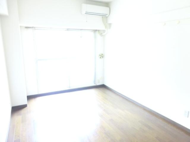小松屋ビル 305号室のリビング