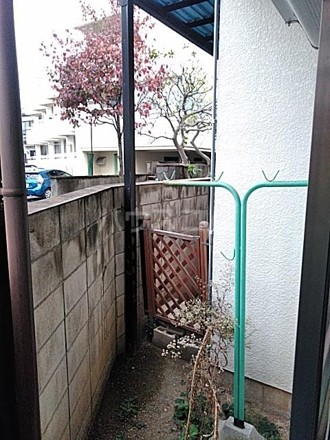 プチメゾンセガサキ 101号室のバルコニー