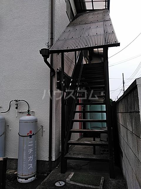プチメゾンセガサキ 101号室の玄関