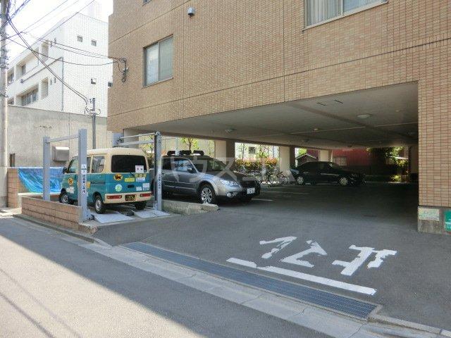 シャテロ北浦和 203号室の駐車場