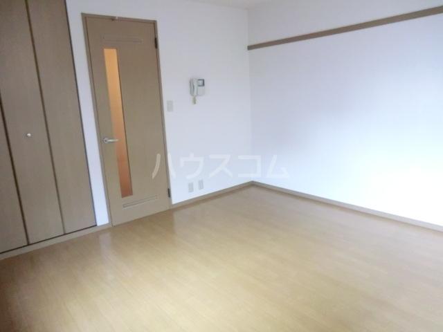 プランドール栗 102号室の居室