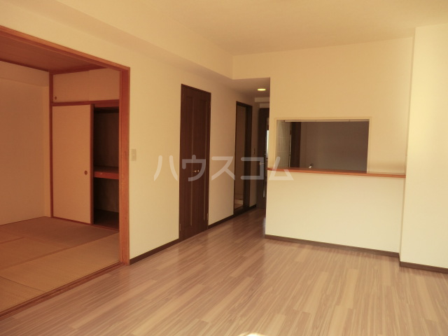 エルスタンザ北浦和 305号室のリビング