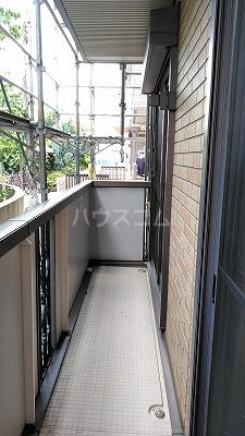 プリムローズⅢ 101号室のバルコニー