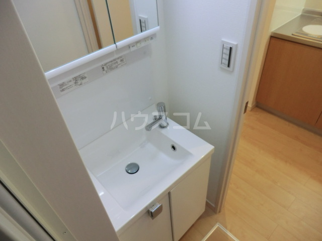 上落合SIマンション 205号室の洗面所