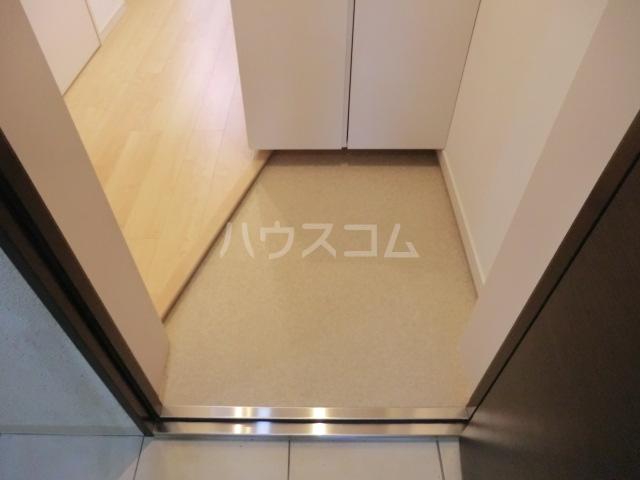 上落合SIマンション 205号室の玄関