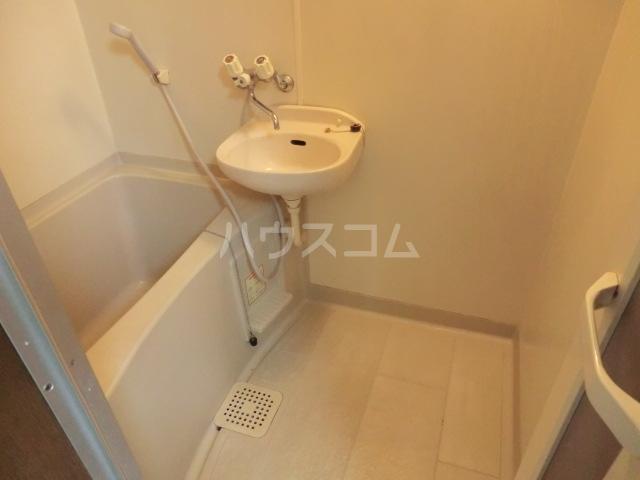 アーバンハイツ 102号室の洗面所