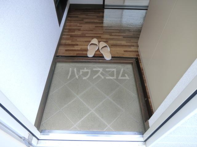 ヴィラ元町 102号室の玄関