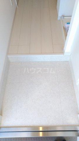リブリ・ゆり本町 205号室の玄関