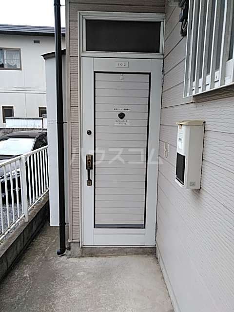 コーポタカノ 102号室の玄関