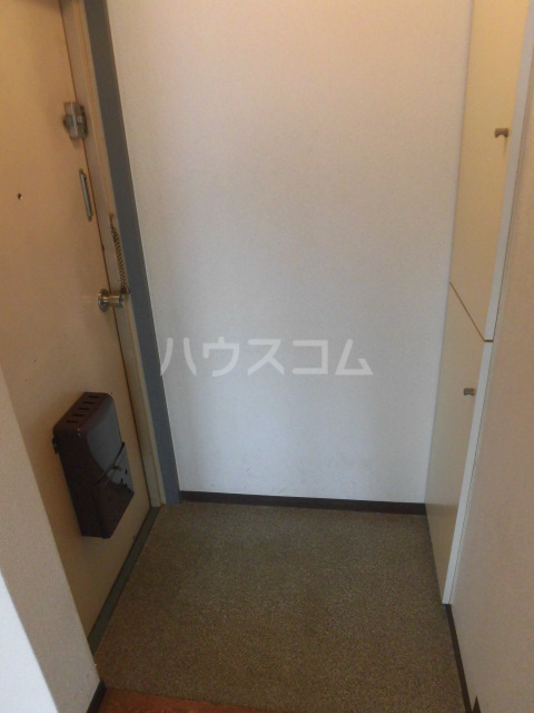 ハイツ田中 301号室の玄関