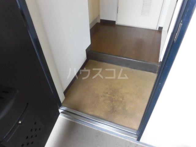 ロイヤルエクセレント学芸大 404号室の玄関