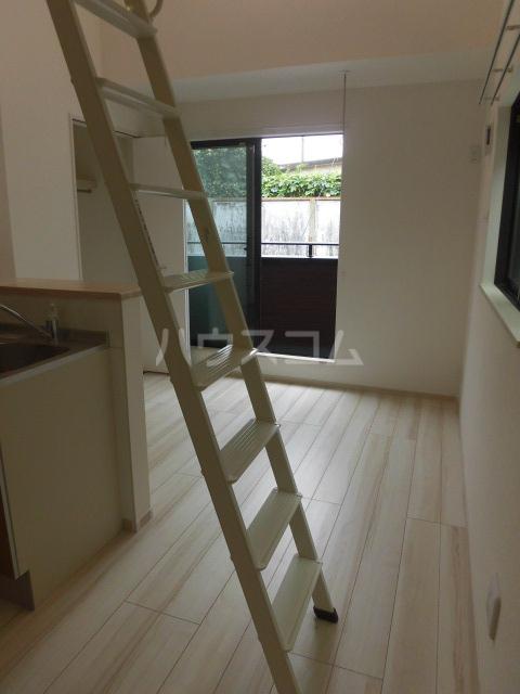 アプリーレ五本木 201号室のリビング