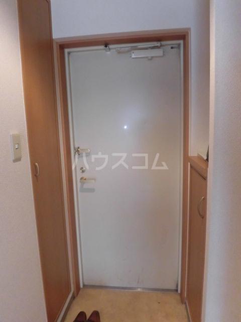 フローラルコート 303号室の玄関