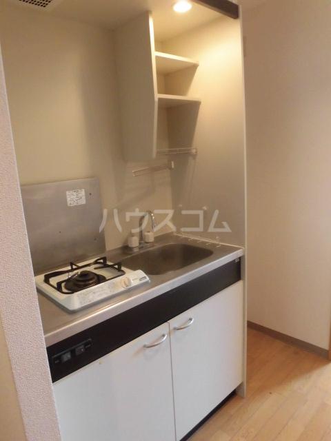 フローラルコート 303号室のキッチン