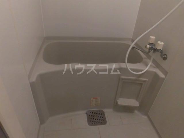 フローラルコート 303号室の風呂