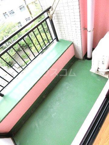ダイナコートエスタディオ東公園 201号室のバルコニー