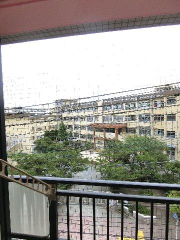 ダイナコートエスタディオ東公園 201号室の景色