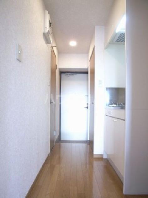 ダイナコートエスタディオ東公園 303号室の玄関