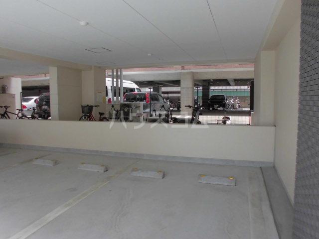 カーサ・スパジオ 503号室の駐車場