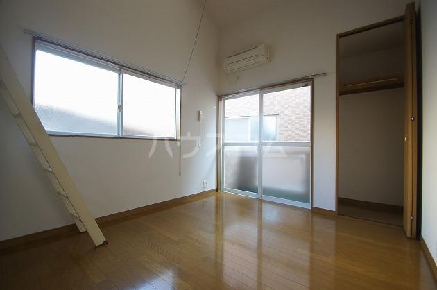 フィオーレ箱崎 205号室のリビング