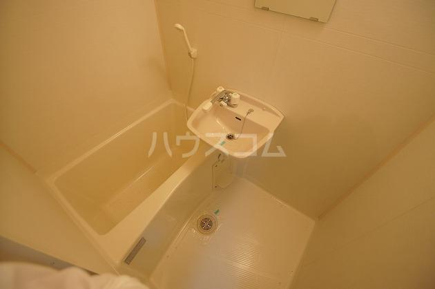 フィオーレ箱崎 205号室の風呂