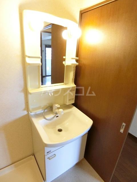 グラシャス'97 702号室の洗面所