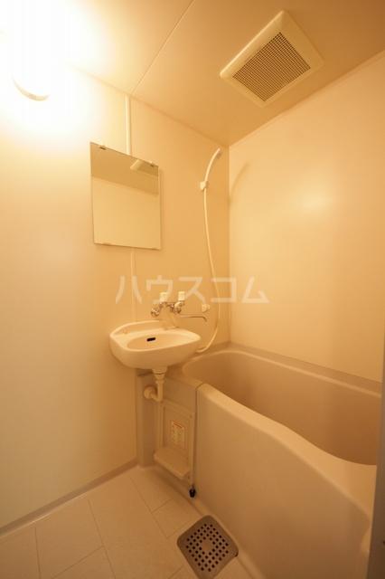 サークルフロント 203号室の風呂