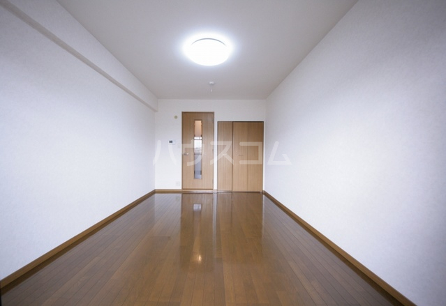 サークルフロント 203号室のリビング