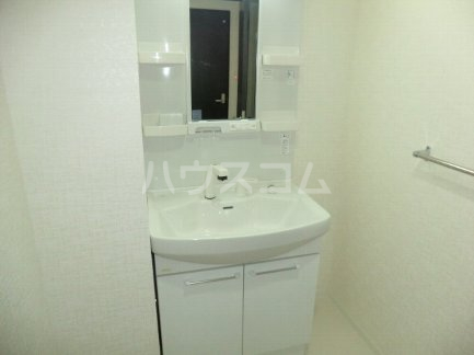 プレミアムワン 701号室の洗面所