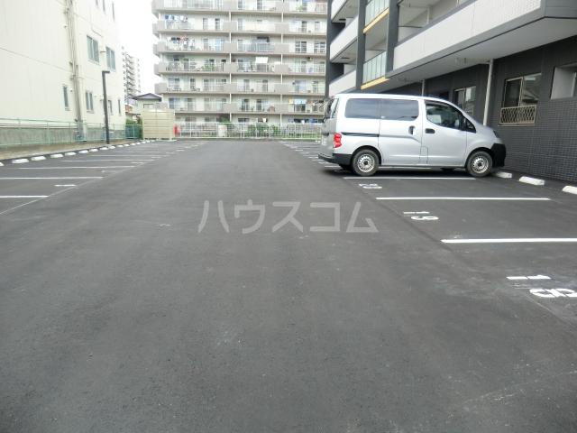 プレミアムワン 701号室の駐車場